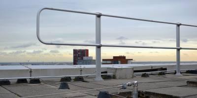 guardrail roof parapet